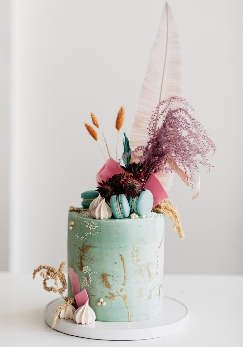 Single Tier Wedding Cake with Feather