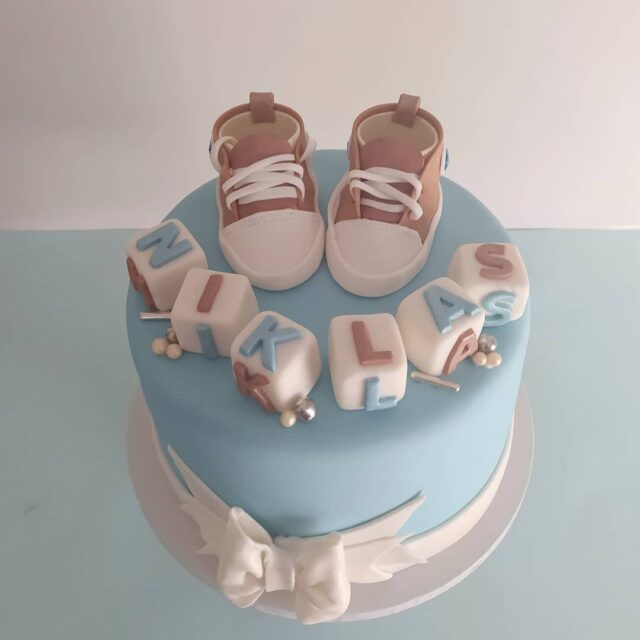BABY CAKES ... Is it me or is there a baby boom happening? We have so many cakes on order for babies on their way, babies that have arrived and babies turning one!  ... Here is a fun little chocolate cake for NIKLAS with a pair of super cute Converse All Stars to match!  ... #celebrationcake #celebrationcakes #babycakes #cake #chocolatecake #cakesofinstagram #cakeotd #cakedecorator #converseallstar #converse #crumb #crumbcakes #cakeme #cakes I