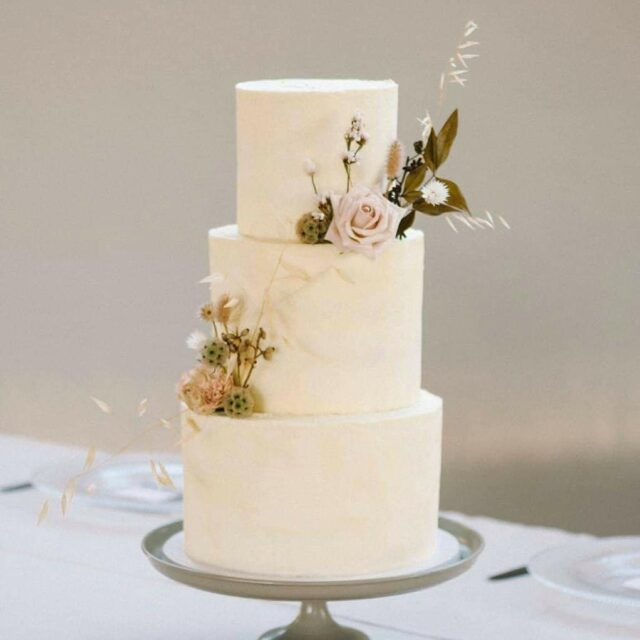 SO DREAMY ... I love this whimsical image of Maretha & Frans's wedding cake by @lizellegoussard 😍 ... This incredible wedding took place at @olive_rock_venue back in the height of summer. The guests sat outside under the stars as per Covid rules, surrounded by a beautiful Wolsley mountain backdrop ... The floral creations by @annabotany has to be some of my favourite I have ever seen at a wedding! Maretha chose a simple and elegant cake design that matched the decor of the celebration perfectly!  ... Do you agree?? LOVE!  ... #weddingcakesofinstagram #weddingcakes #weddings #weddingcakedesign #crumb #crumbcakes #cakeme #weddingcake @marethavdm @kobusdippenaar_atelier @visualartistry.mua @dj_joe_sa