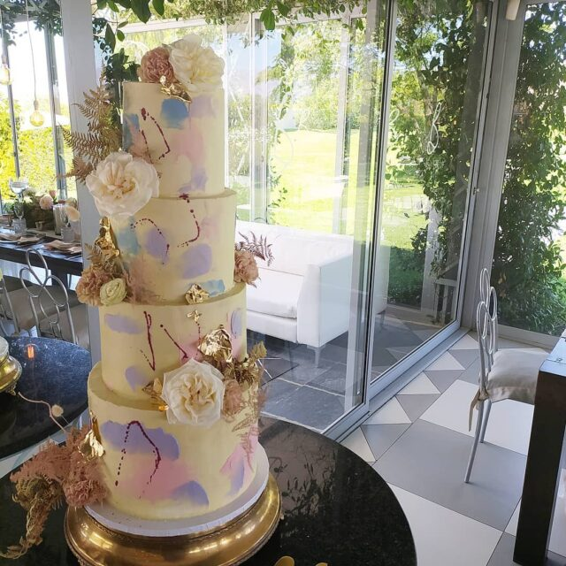 WATERCOLOURS ... This beauty went to @belair_pavilion on a sweltering weekday afternoon a few weeks ago. The heat in the Cape is just not subsiding and my nerves are impatiently waiting for winter to kick in!  ... This towering beauty had layers of dark chocolate, red velvet and vanilla, all covered in vanilla bean buttercream, gold leaf and pastel buttercream smears ... Expert ly coordinated by @trunkevents Flowers by @myprettyvintage - thank you for the pretty blooms!!! ... #weddingcakesofinstagram #weddingcakes #weddingcake #crumb #crumbcakes #cakeme #cakesbycrumb #cakedecorator #cakesofig #cakestagram #cakesincapetown #letsgetmarried