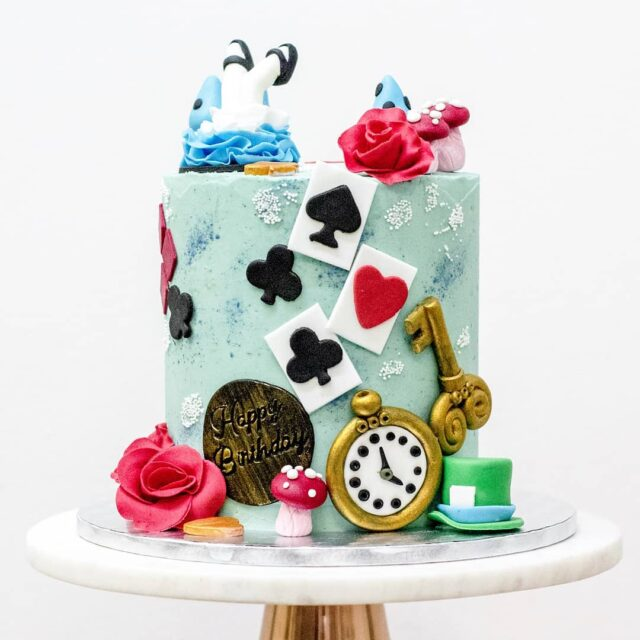 """ALICE ♠️♥️♣️♦️ If you know me well you'd know that I am a massive fan of Alice in Wonderland, so I was SUPER EXCITED when an Alice themed mad Hatter's tea party with a cake came my way ♠️♥️♣️♦️ This beautiful chocolate cake was served with a variety of yummy treats, including: ♦️Rose & Raspberry Jam Tarts ♣️""""Eat Me"""" Cookies ♥️Card Suit Ring Doughnuts ♠️Strawberry Macarons ... Both the cake and sweet treats were all vegan ♦️♣️♥️♠️ #cake #celebrationcake #celebrationcakes #aliceinwonderlandcake #aliceinwonderland #vegan #veganbycrumb #vegancake #veganchocolatecake #cakeotd #capetowncakes #cakes #cake #queenofhearts #madhatter #madhattersteaparty"""