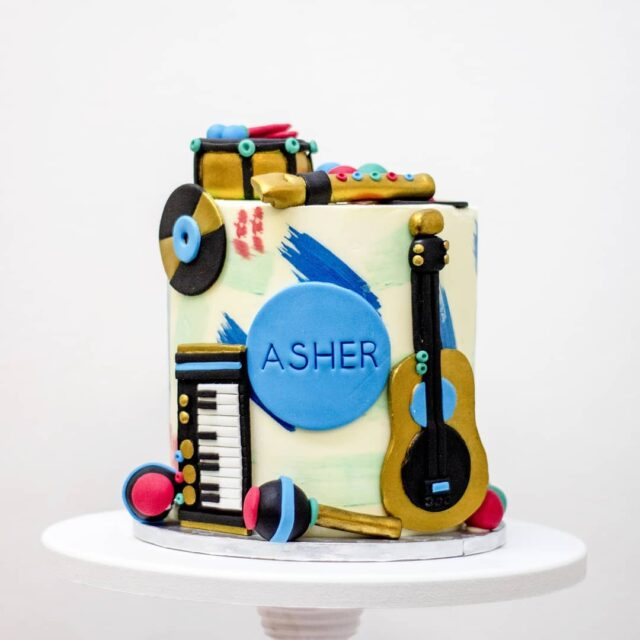 MUSIC!  🎶🎶🎶 A cute little musical instrument cake for Asher's first birthday 🎶🎶🎶 #cake #celebrationcake #birthdaycake #firstbirthdaycake #cakes #cakesbycrumb #crumbcakes  🎶🎶🎶