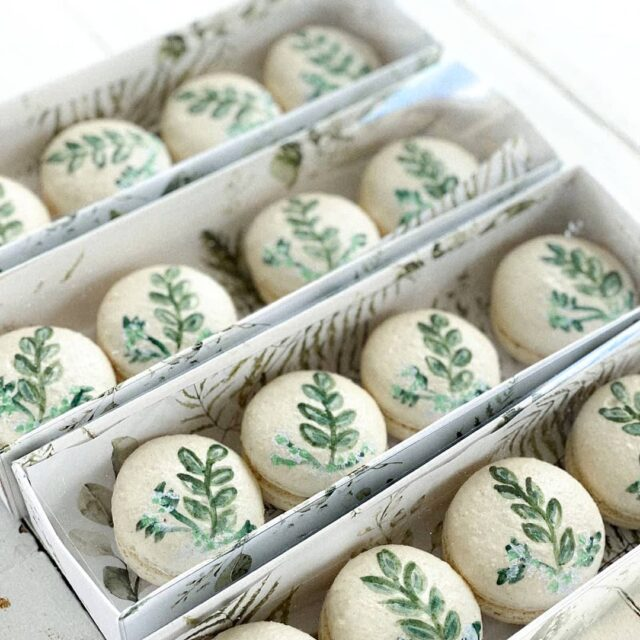 BOTANICAL MACARONS 🌿🌿🌿 How pretty are these hand painted macarons?  🌿🌿🌿 These sweet little  treats were made for @cadouri_by_annemanncelebrates - who are the queen's of luxury bespoke gift boxes.  🌿🌿🌿 You have to go have a look - they are the best at what they do and we are so excited that some of our sweet treats make their way into these gorgeous boxes 🌿🌿🌿 #macarons #sweettreats #macaronstagram #crumb #crumbcakes #crumbcakessa #macarons #macaronart #treats #desserts #frenchmacarons